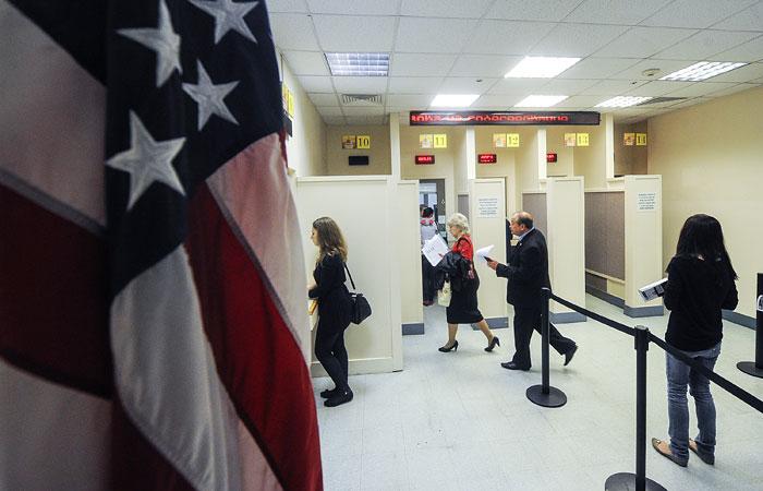 Указ Трампа усложнил гражданам РФ получение виз США