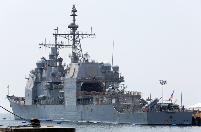 Американский крейсер сел намель вяпонском порту