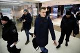 Приставы принудительно доставили Навального в Киров