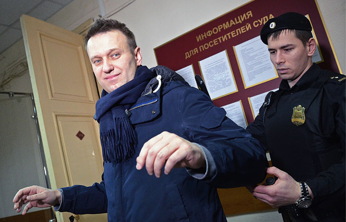 ЕСПЧ присудил Навальному €63 тысячи за нелегальные аресты