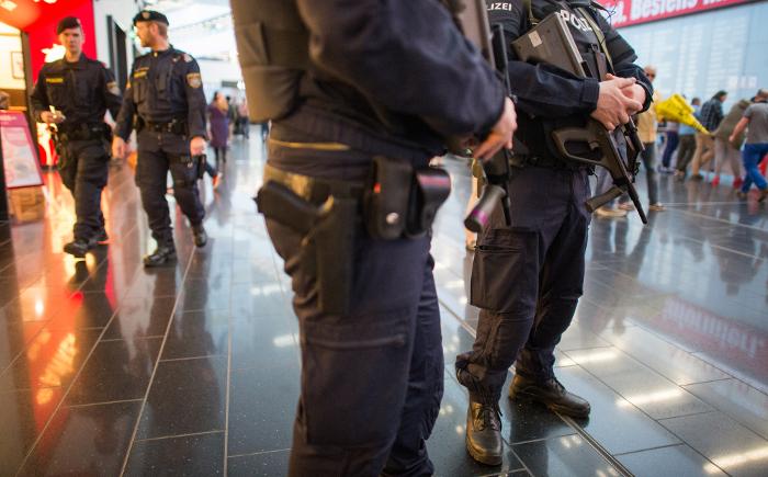 В Вене отпустили под подписку о невыезде 20 задержанных выходцев из Чечни