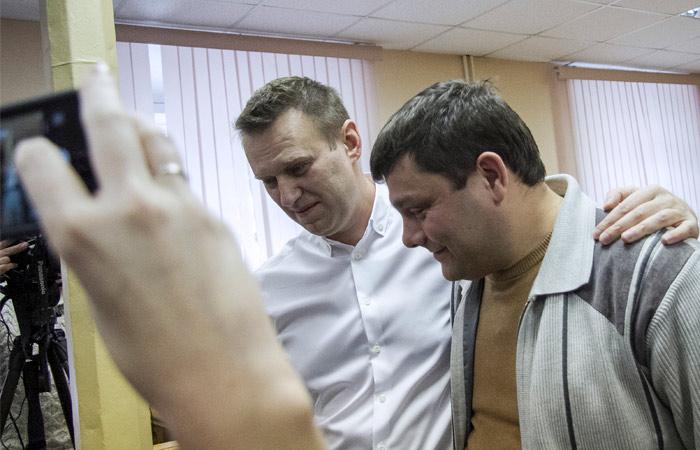"""Навальный приговорен к условному сроку по """"делу """"Кировлеса"""""""