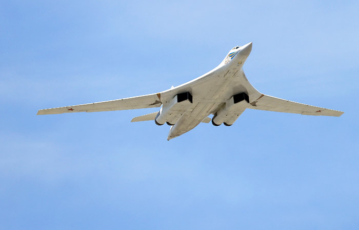 Английские самолеты сопровождали русские стратегические бомбардировщики Ту-160