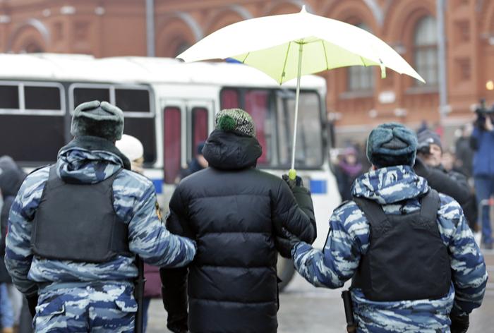 КС признал конституционной уголовную ответственность за нарушения на митингах