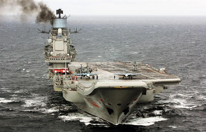 "Командир ""Адмирала Кузнецова"" объяснил сильный дым от авианосца"