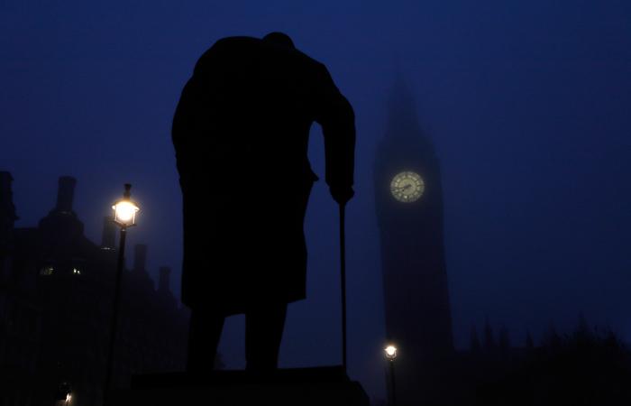 Ученые отыскали 11-страничный труд Черчилля осуществовании внеземной жизни