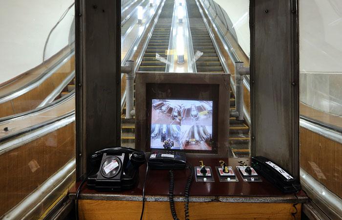 В московском метро сократят должность дежурного у эскалатора