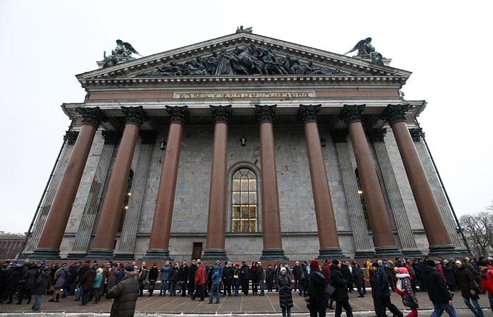 Губернатор Петербурга заблокировал законодательный проект, приравнивающий встречи сдепутатами кмитингам