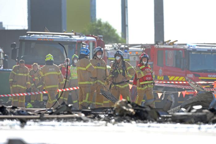 Частный самолет упал на торговый центр в Австралии