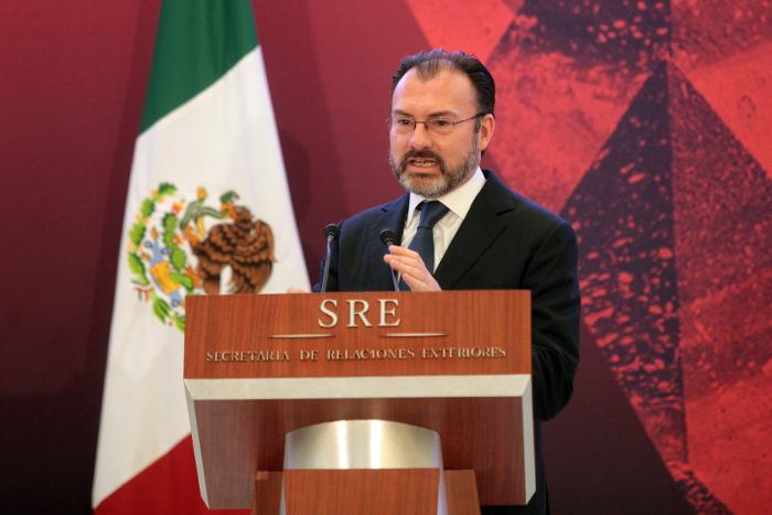 Мехико оспорил новые  директивы о депортации нелегалов из США