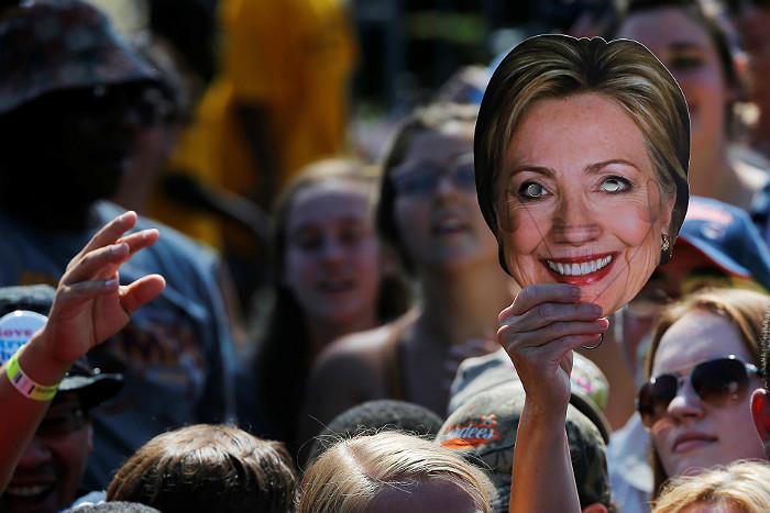 """Документальный фильм о Хиллари Клинтон получил """"Золотую малину"""""""