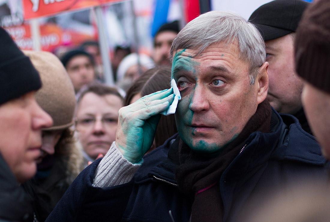 Председателя партии ПАРНАС Михаила Касьянова на акции неизвестный облил зеленкой
