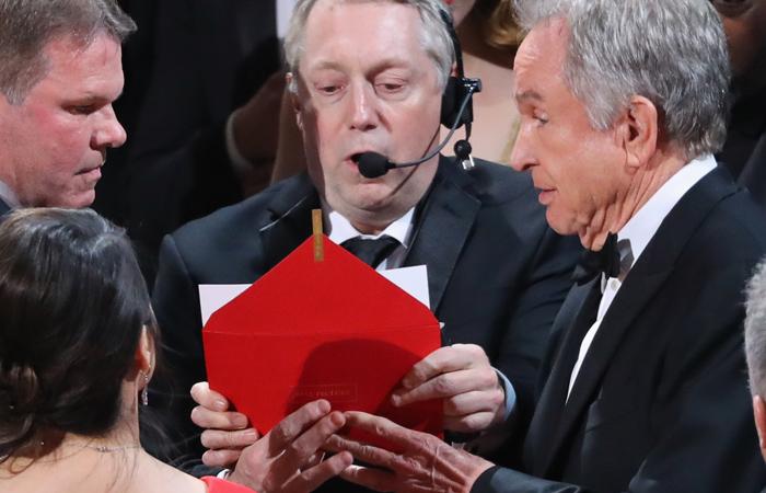Ведущие «Оскара» ошиблись иназвали насцене нетого победителя