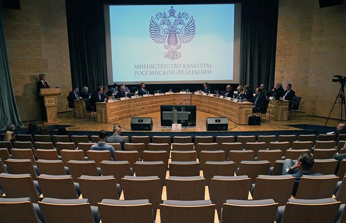 Сотрудникам русских учреждений культуры задерживают заработную плату