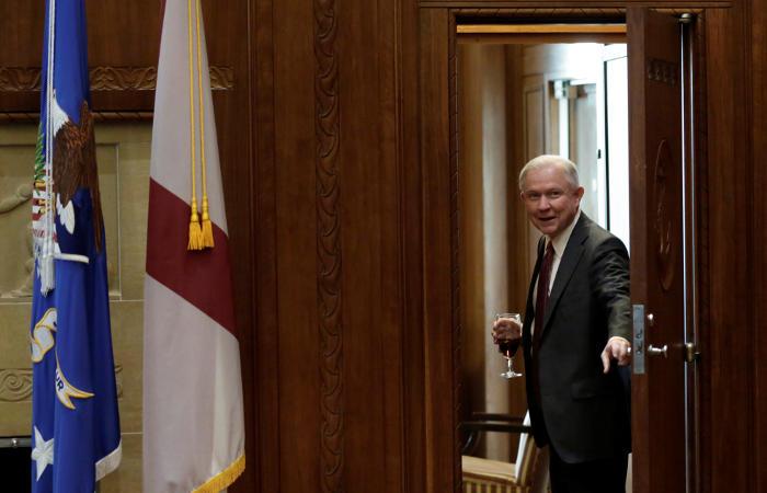 Русская дипмиссия некомментирует статью овстречах посла сбудущим генеральным прокурором США