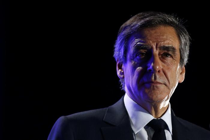 Глава предвыборного штаба Франсуа Фийона подал в отставку
