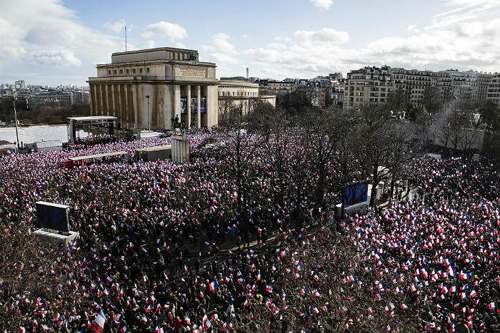 Франсуа Фийон пообещал сторонникам продолжить предвыборную гонку