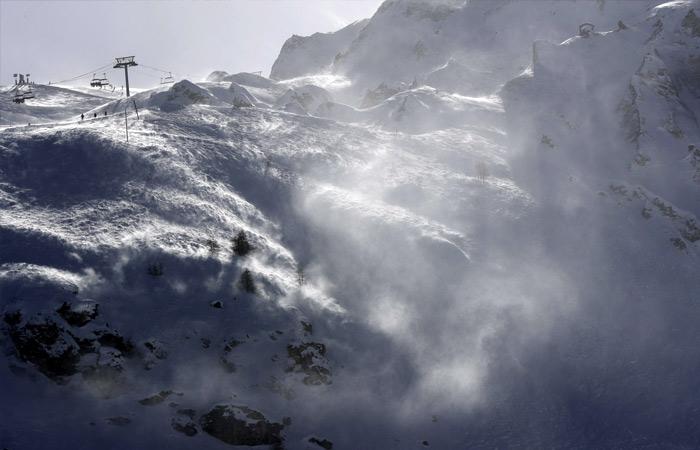 Горнолыжный курорт Тинь на востоке Франции накрыла лавина