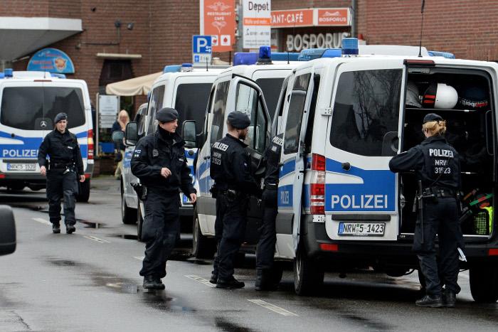 Неизвестный с топором напал на людей в здании вокзала Дюссельдорфа