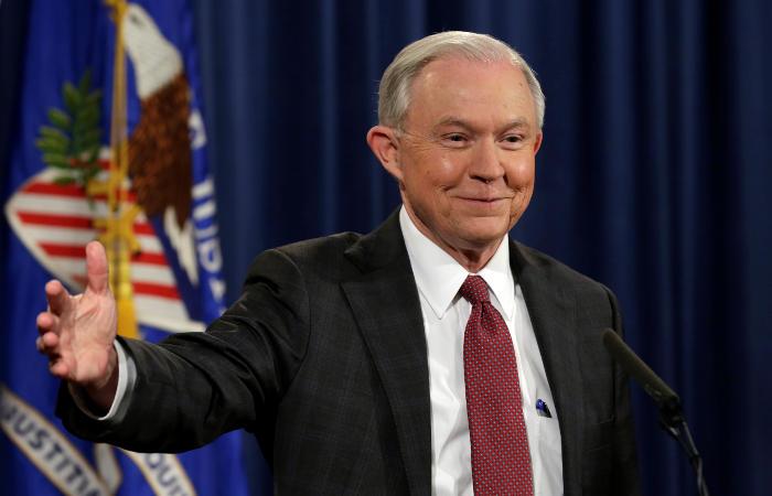 Генпрокурор США Сешнс попросил 46 прокуроров подать в отставку