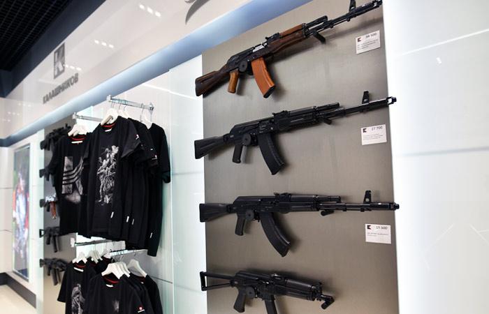 Чемезов рассказал о закупках США автоматов Калашникова в обход санкций