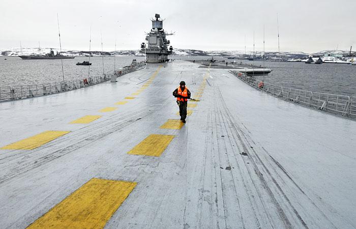 """Рогозин подтвердил планы ремонта крейсера """"Адмирал Кузнецов"""""""