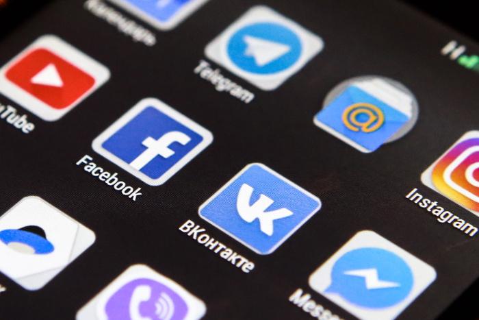 Минтруд начал работать над правилами поведения госслужащих в интернете