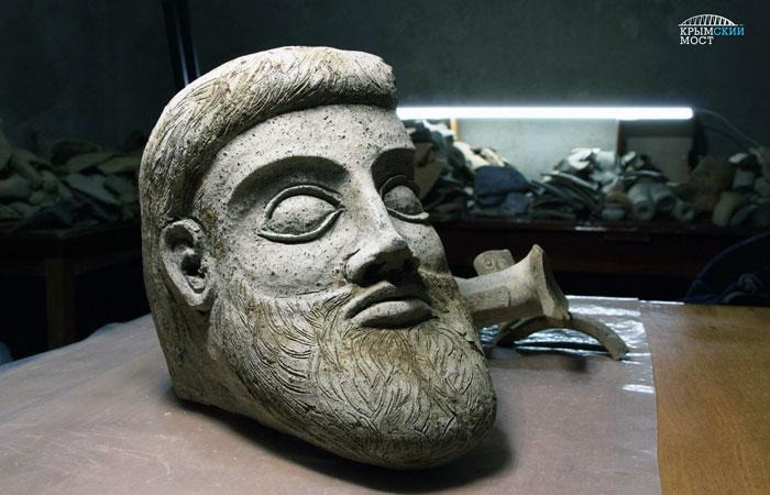 Настроительстве Керченского моста отыскали старинную терракотовую голову