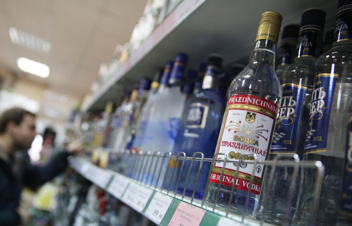 Хлопонин поручил Минфину повысить минимальную цену на водку до 219 рублей