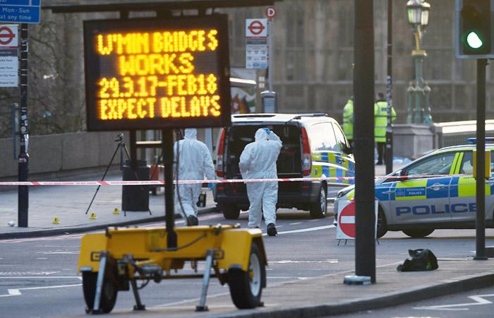 Жертвами теракта уздания парламента встолице Англии стали 4 человека