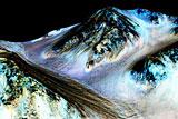 Ученые усомнились в теории о наличии на Марсе соленой жидкой воды