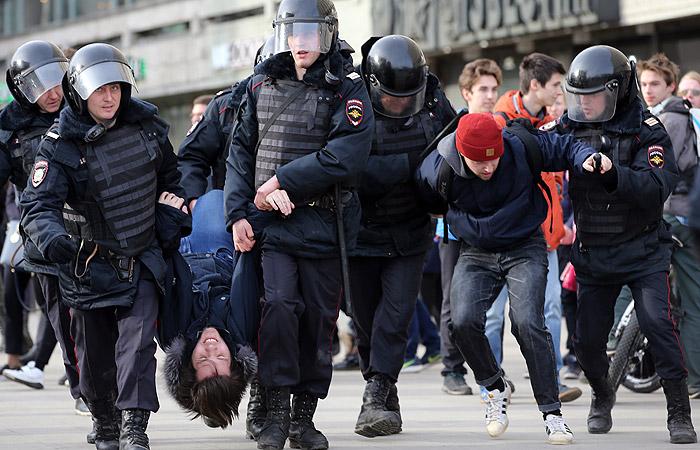 В Москве на несанкционированной акции задержали порядка 500 человек