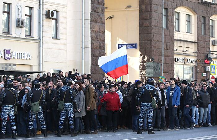 Полиция сообщила об участии в акции оппозиции в Москве более 7 тыс. человек