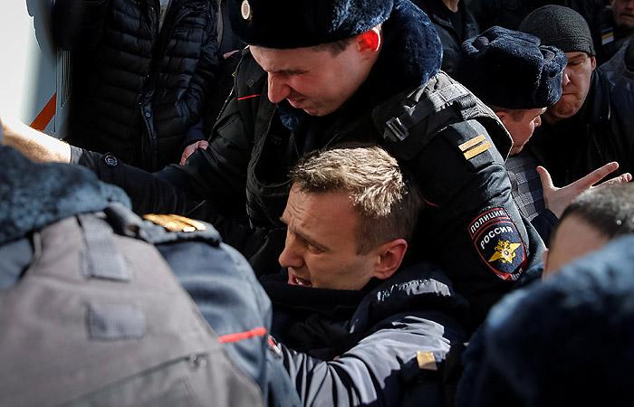 Навального оставили в отделении полиции до суда
