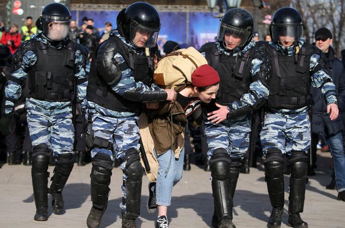В ходе несогласованной акции в Москве задержали свыше тысячи участников