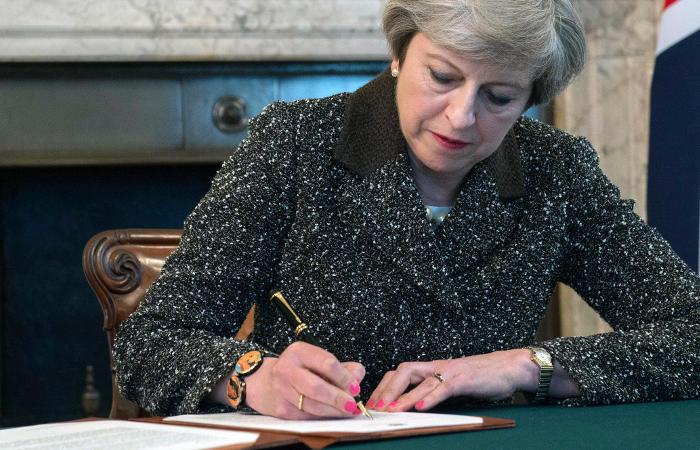 Тереза Мэй подписала уведомление о начале Brexit