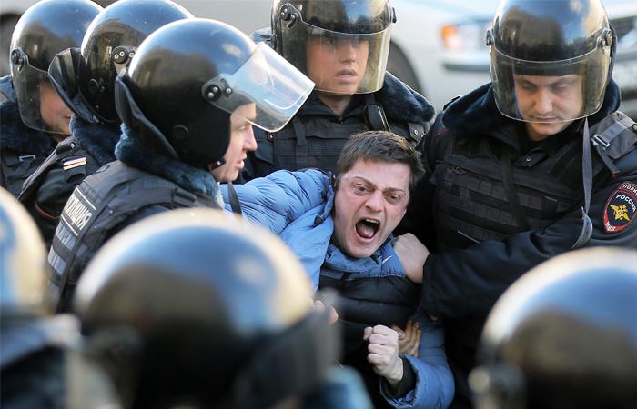 Песков заявил об отсутствии доказательств связи митингов в Москве с внешними силами