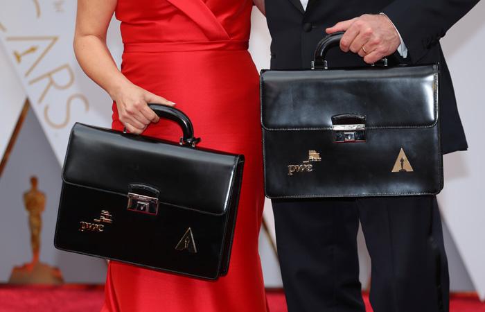 """Сотрудникам PwC во время вручения """"Оскара"""" запретят пользоваться мобильными"""