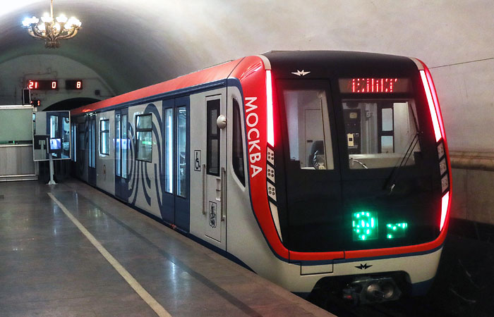 В московском метро запустят новые сквозные поезда с USB-розетками