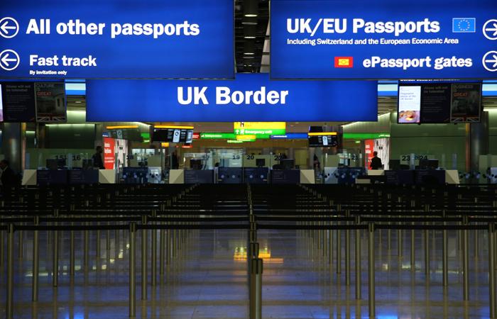 В британских аэропортах усилили меры безопасности из-за террористической угрозы