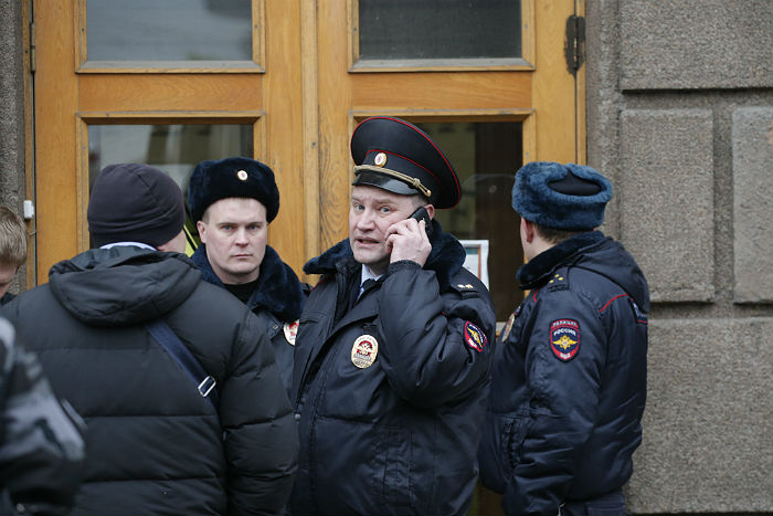 Двое подозреваемых вподготовке взрывов вПетербурге объявлены врозыск