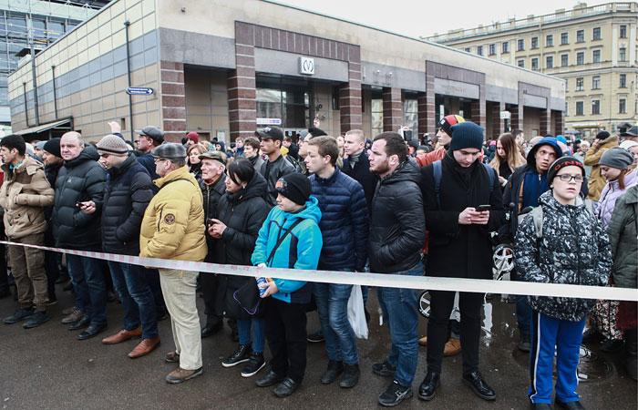 Наземный транспорт Петербурга будет работать бесплатно до конца дня