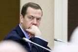Рейтинг одобрения Медведева за месяц упал на 10%