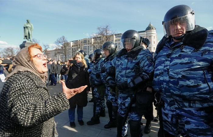 Россияне заявили об отсутствии у власти ответов на обвинения ФБК в адрес Медведева