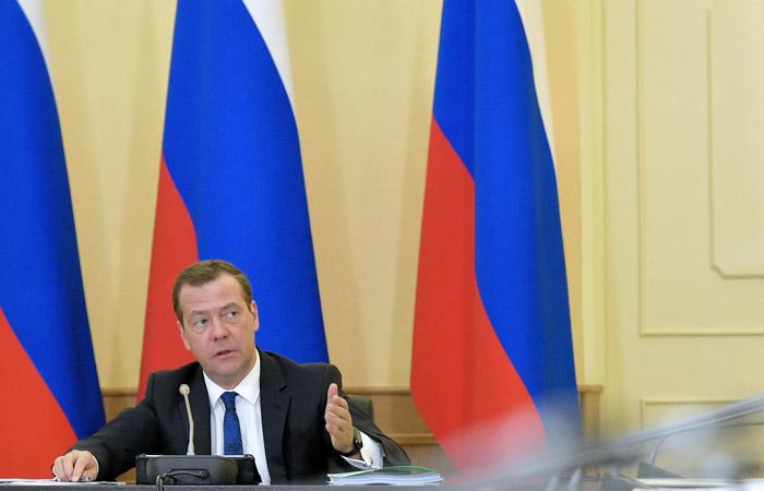 """Медведев назвал удар США по Сирии прошедшим """"на грани боевых столкновений с РФ"""""""