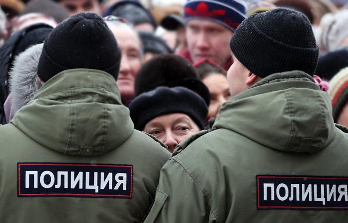 В Госдуму внесли законопроект о праве полицейских применять оружие в толпе