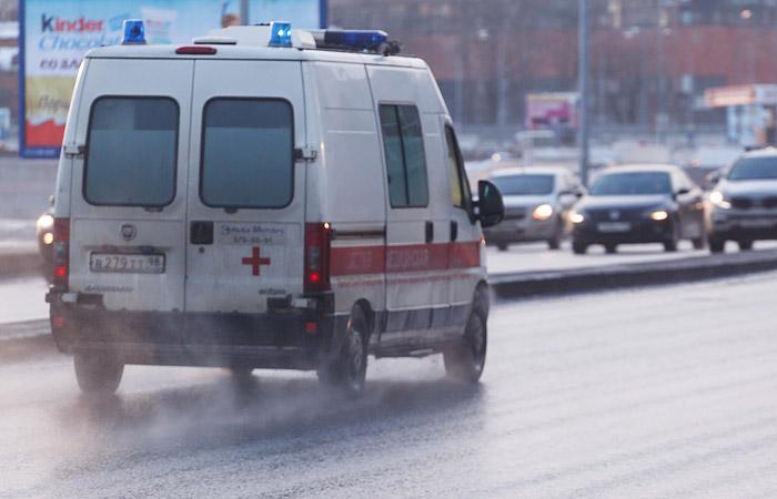 Нетрезвый гражданин Владивостока изрезал приятельницу, напал на медперсонала иобстрелял полицейских