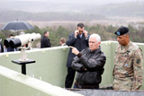 Вице-президент США приехал на военную базу на границе Южной Кореи и КНДР