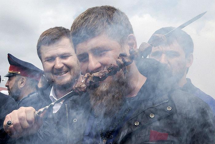 Кадыров призвал создателей «Новой газеты» встать наколени перед народом