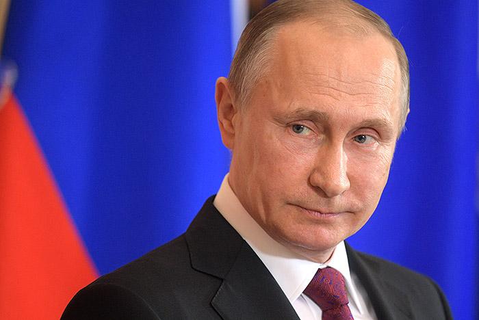 Основным достижением В. Путина жители России назвали рост боеспособности страны